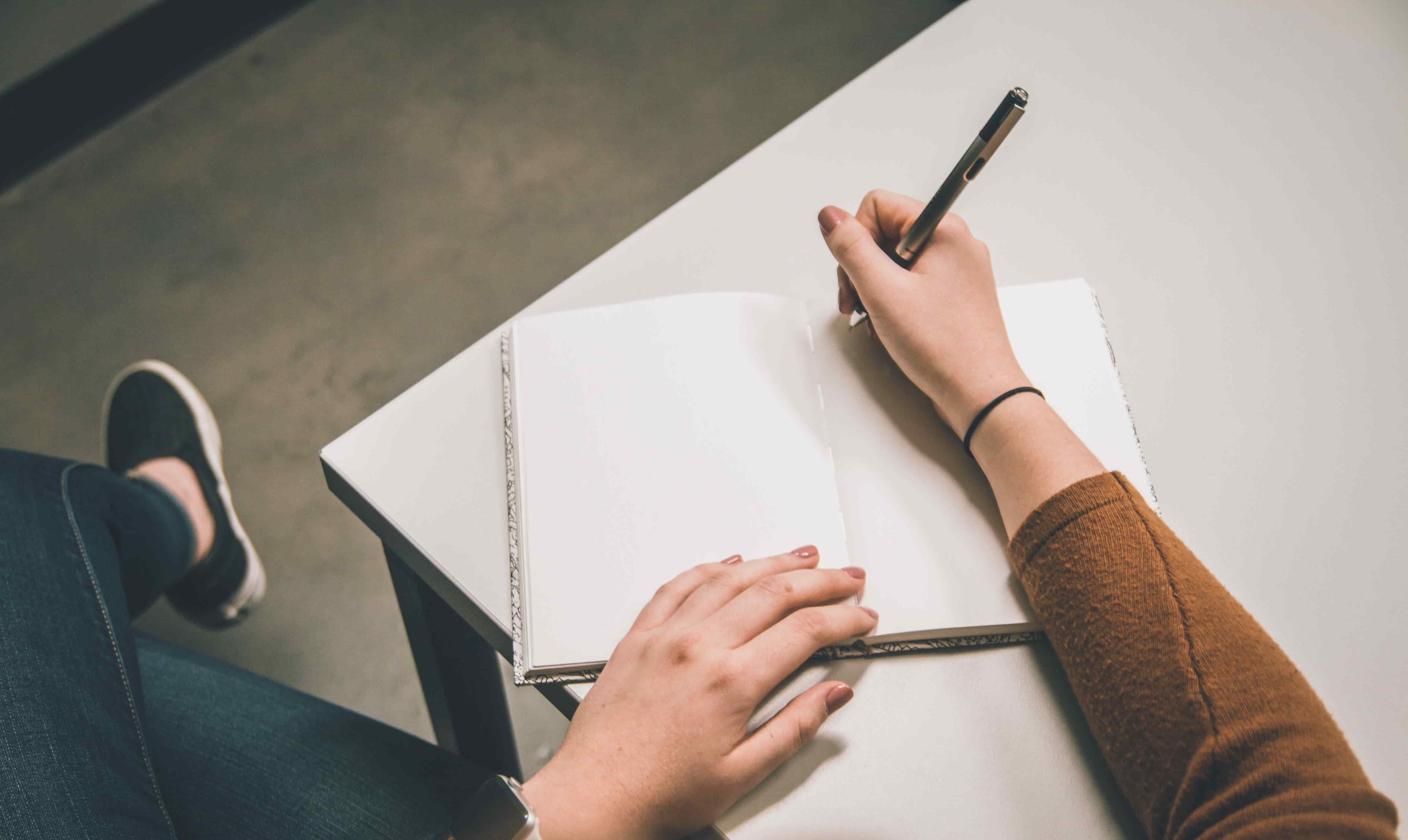 Taking interview notes can distract from the subject